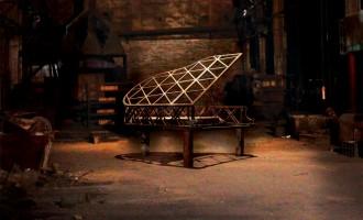 钢的琴:苦难人生当中的一线微光