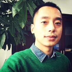 告别时,我穿了件绿色的毛衣