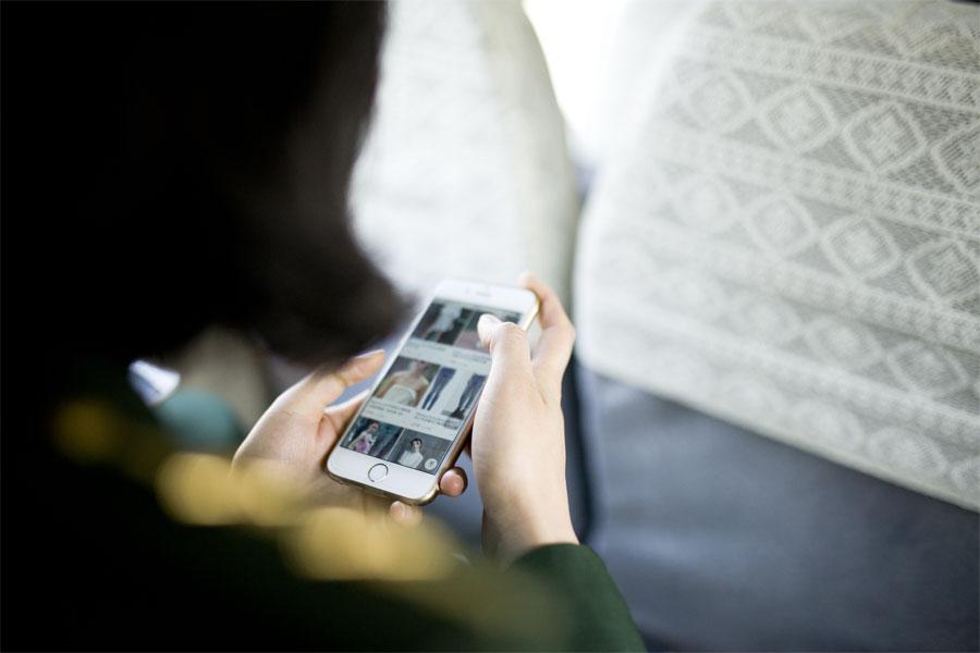 在勤务结束回程的车上,蔡丽红通过手机购物
