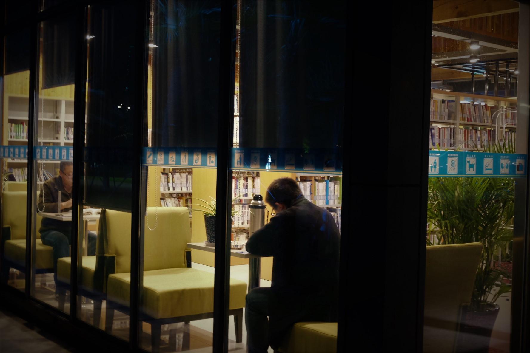 用阅读点亮城市的夜